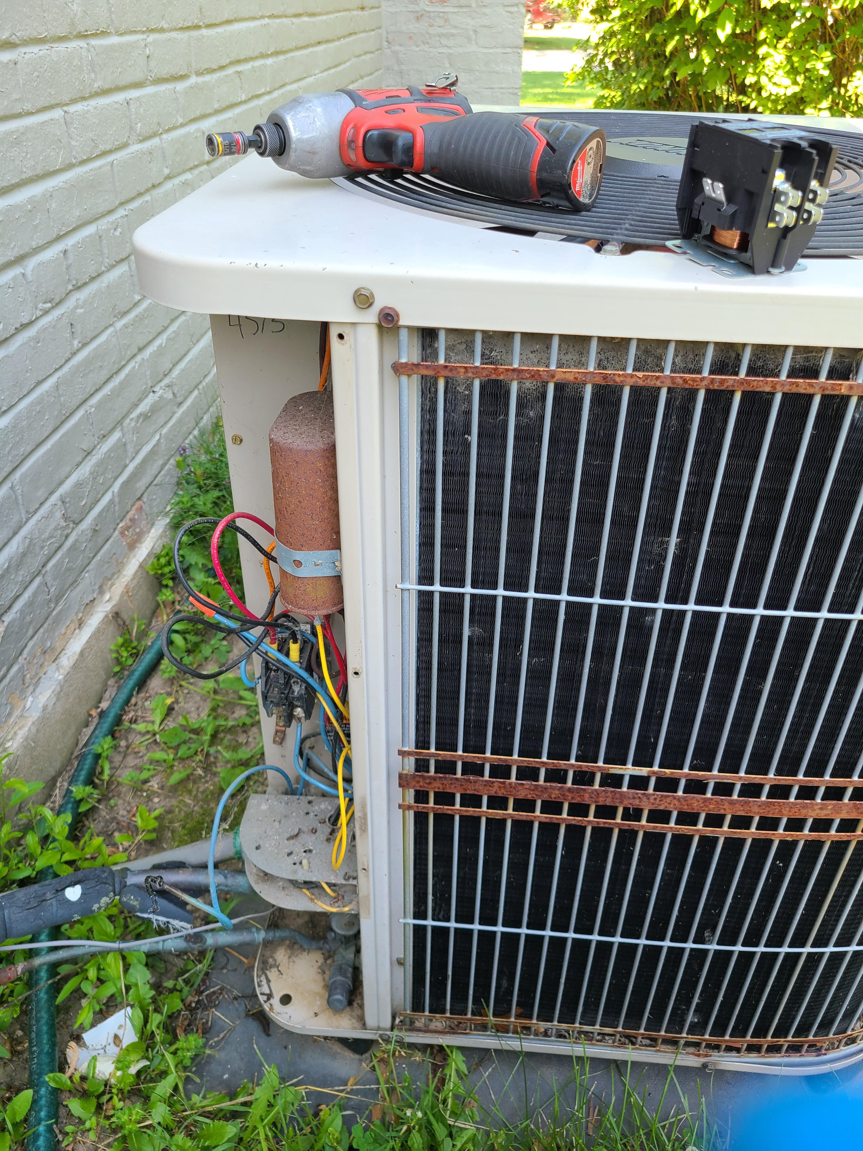 Lennox ac system with no cooling. Issue diagnosed and repaired with new contactor, operation restored.