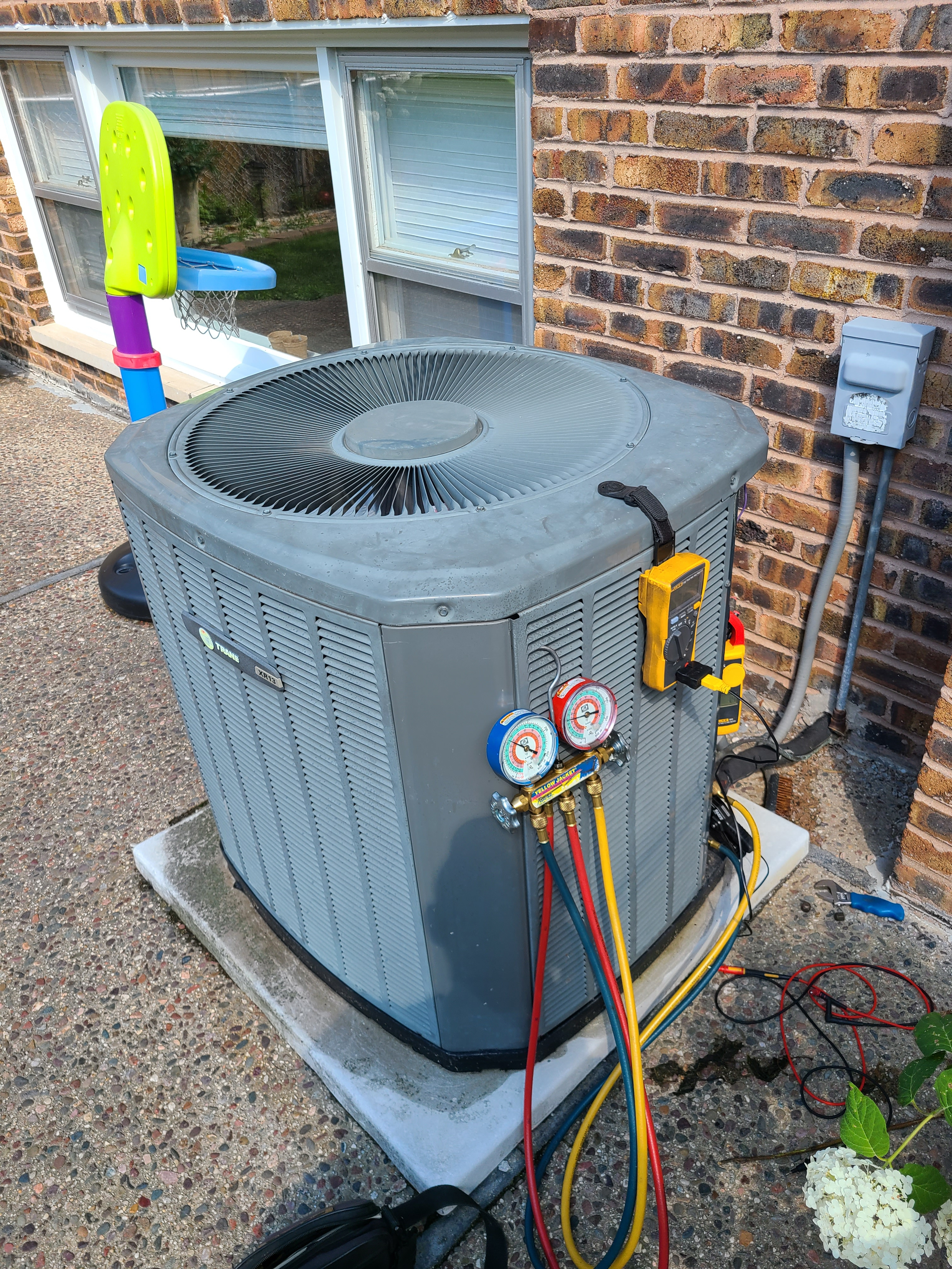 Trane air conditioning system no cooling operation diagnosed and repaired, replaced condenser fan motor.