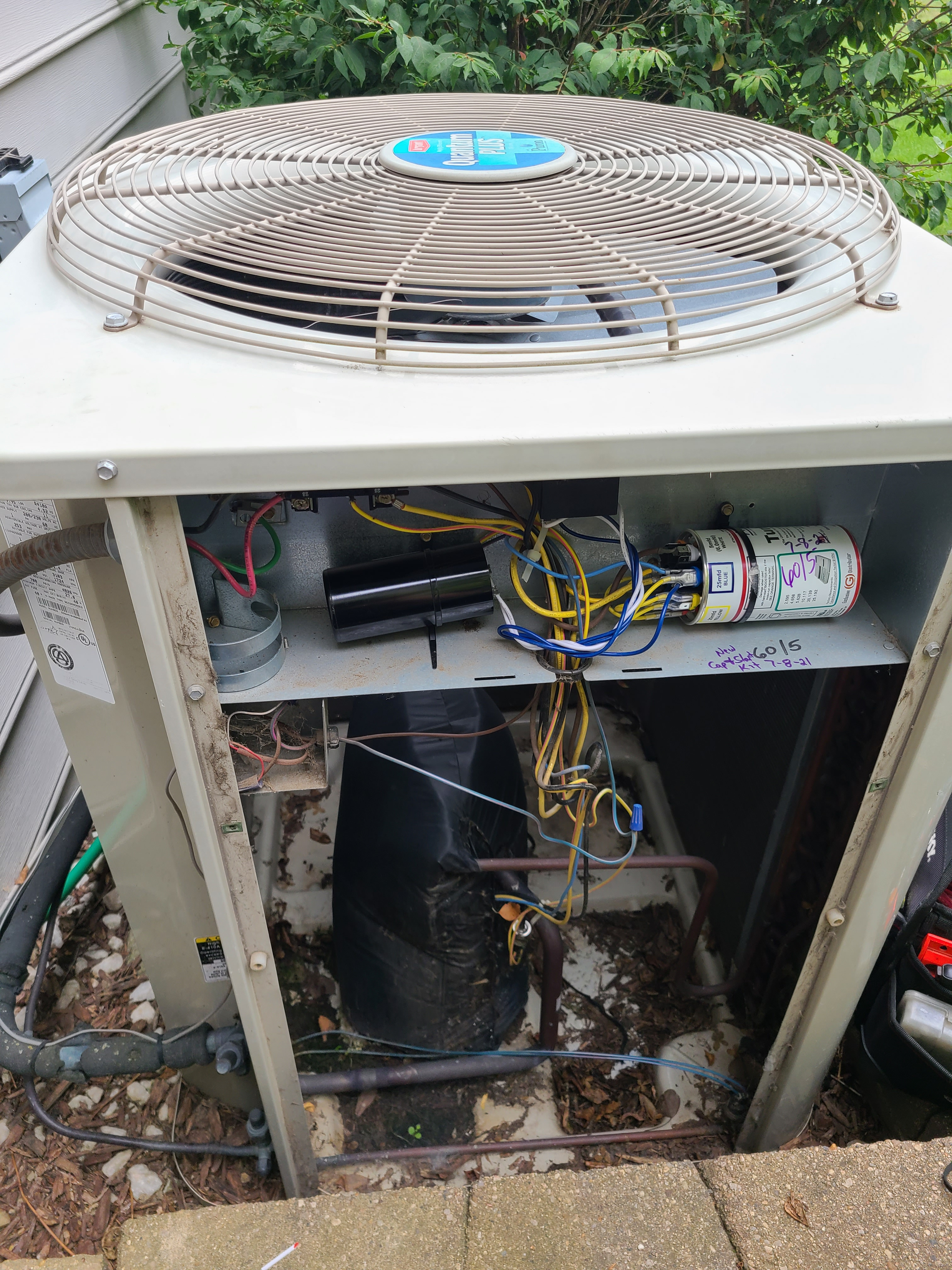 Carrier ac no cooling. Circuit breaker tripping. Issue diagnosed and repaired.