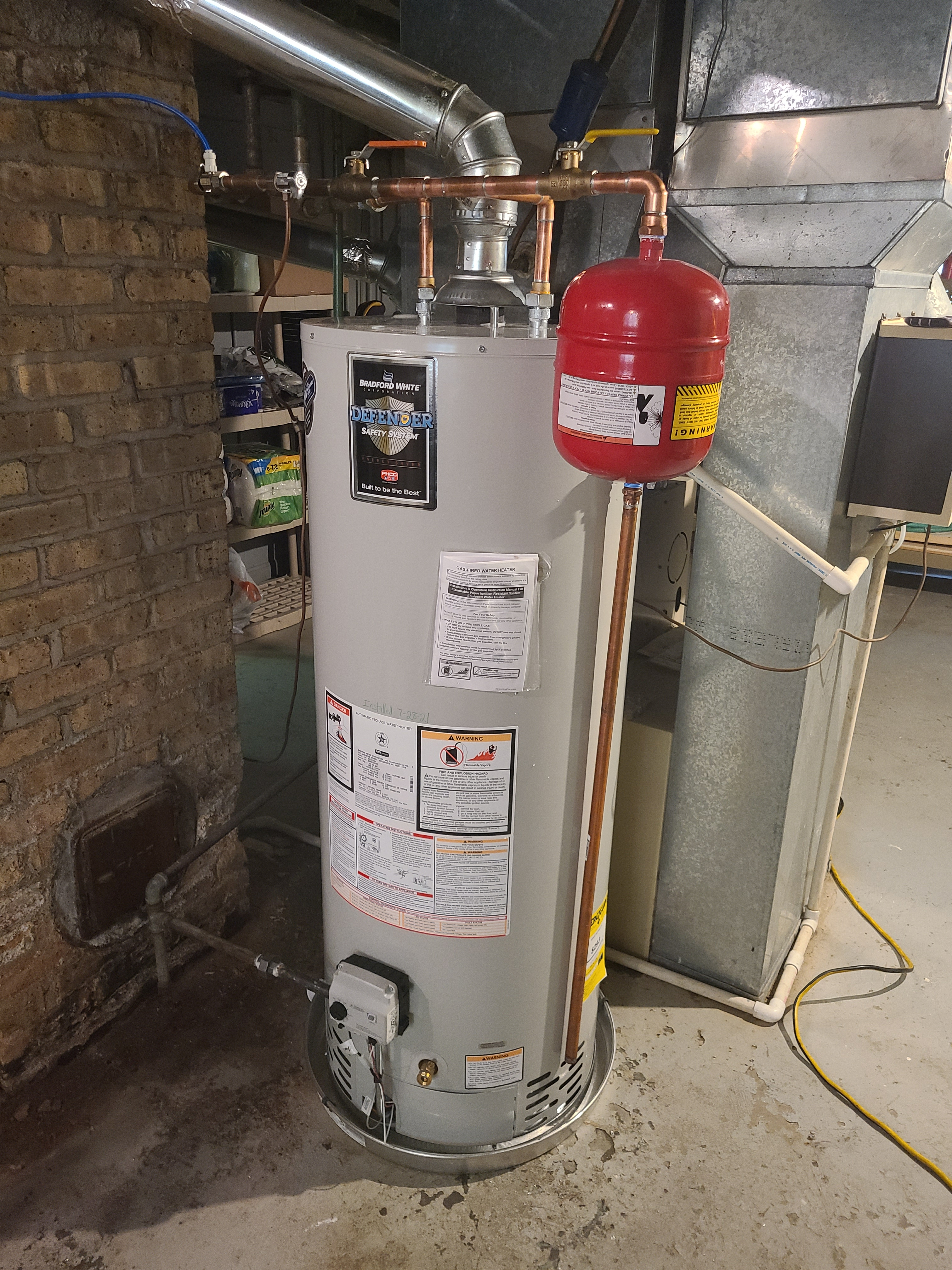 New water heater with expansion tank installed