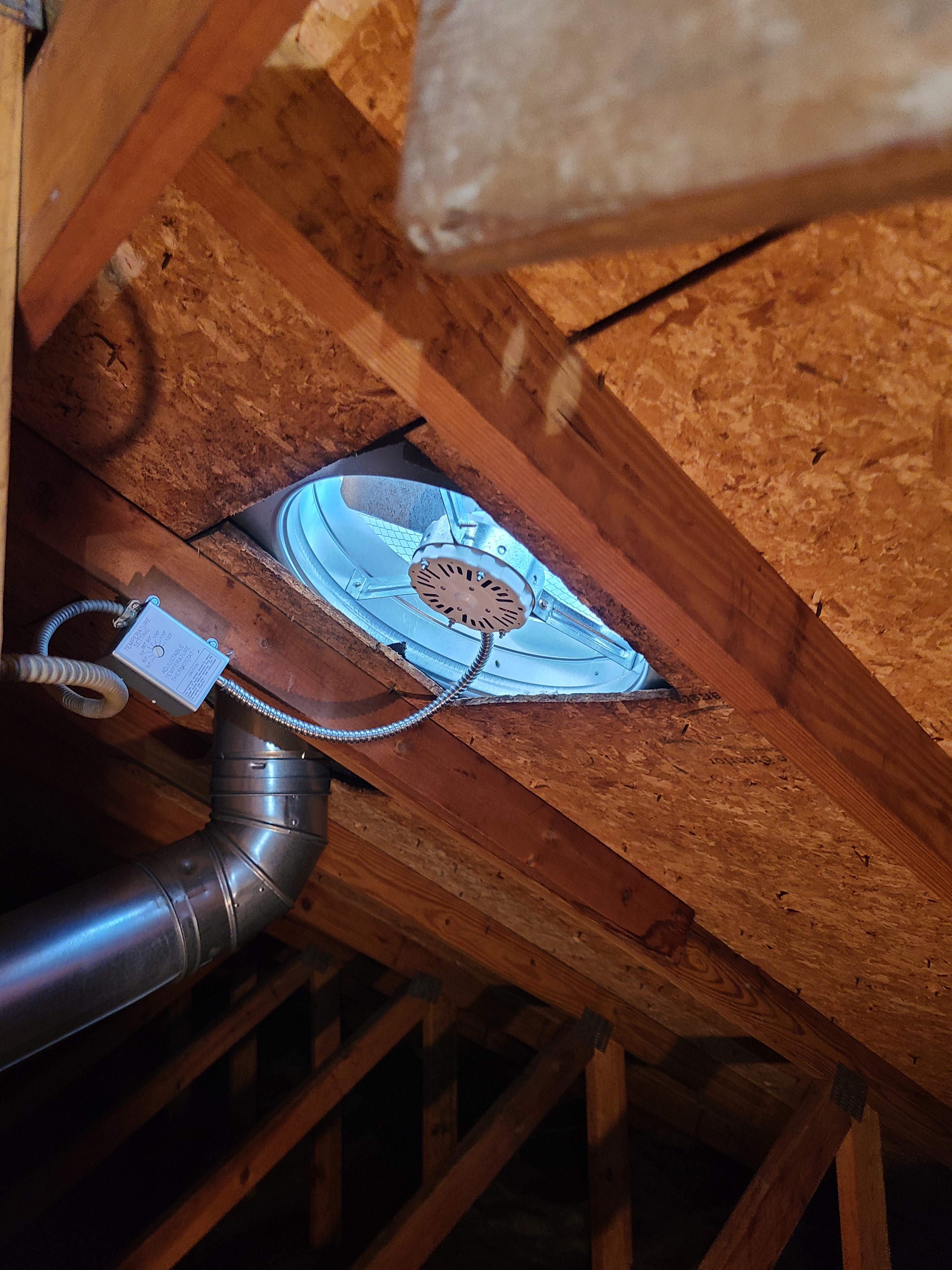 Removed faulty exhaust fan and replaced with new